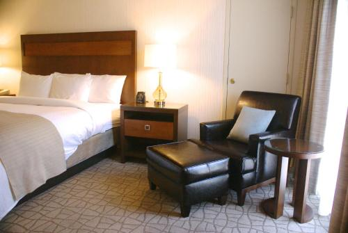 Doubletree By Hilton Pittsburgh-Green Tree - Pittsburgh, PA 15205