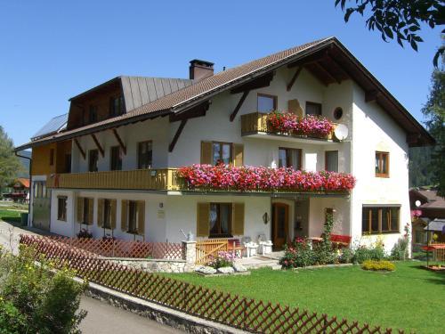 Ferienwohnungen Hanna - Hotel - Zöblen