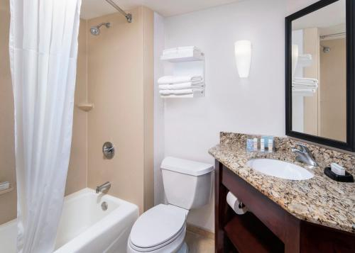 Queen Room with Tub - Mobility/Hearing Accessible/Non-Smoking