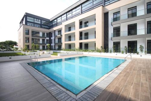 Embassy Garden Apartments w Pool+Gym+Parking