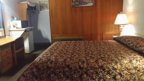 Ace Crown Motel - Medicine Hat, AB T1A 4V5