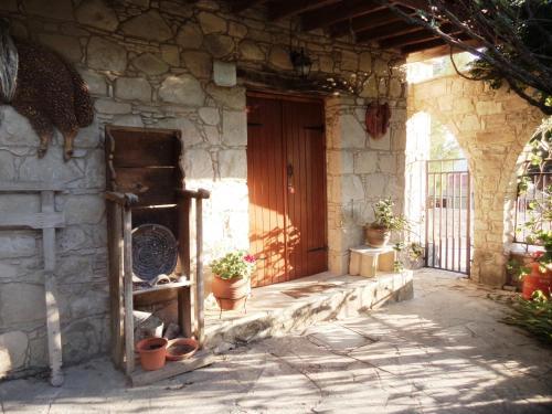 Lantana Stone House - Photo 5 of 23