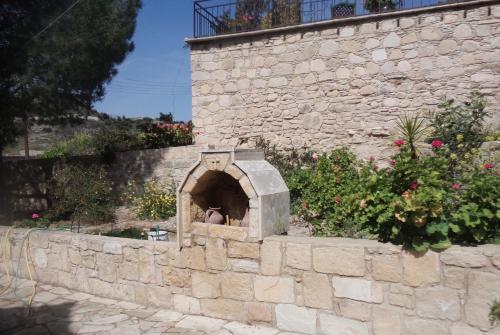 Lantana Stone House - Photo 7 of 23
