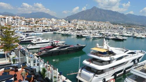 Apartamento En Puerto Banus 100 M Playa C Marbella Sista Minuten
