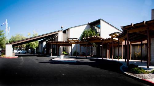 FairBridge Inn Suites & Outlaw Conference Center - Kalispell - Kalispell, MT 59901