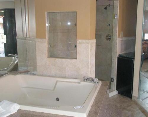 Miami Princess Hotel - Miami, FL 33126