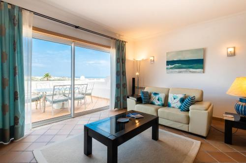 . Stunning TH2 with Sea View