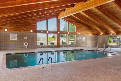 . MountainView Lodge and Suites