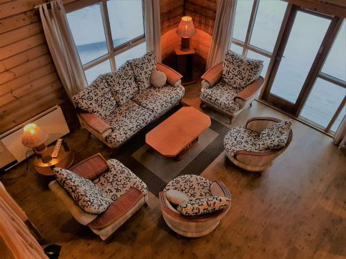 Geysir - Modern Log Cabin - Photo 4 of 25
