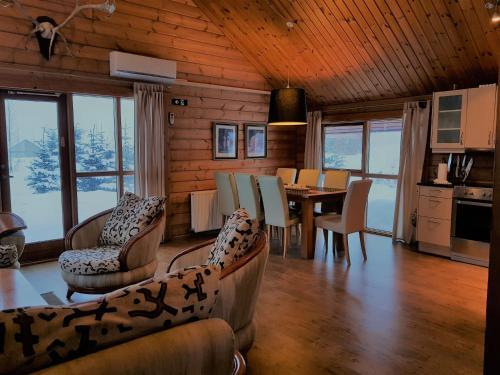 Geysir - Modern Log Cabin - Photo 5 of 25