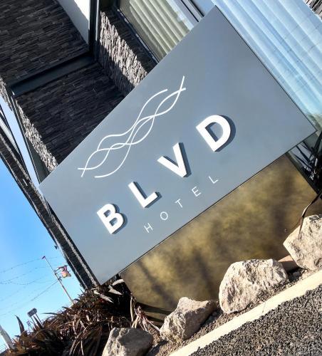 . Boulevard Hotel