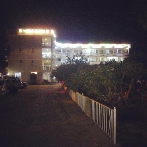 Meaza hotel, Debubawi