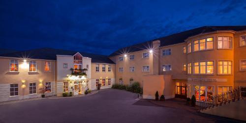 . Seven Oaks Hotel