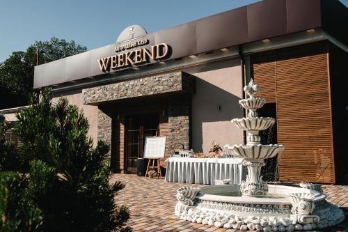 Weekend Country Club
