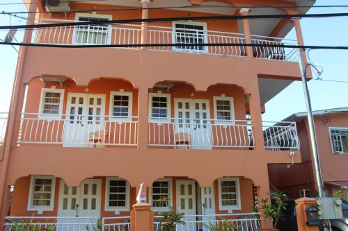 Wallace Holiday Apartments