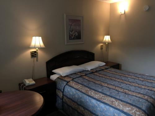 Travellers Inn - Calgary, AB T3B 0M7