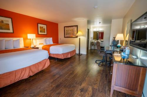 Howard Johnson by Wyndham Buena Park - Buena Park, CA CA 90621