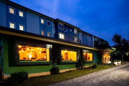 . Elan Hotel