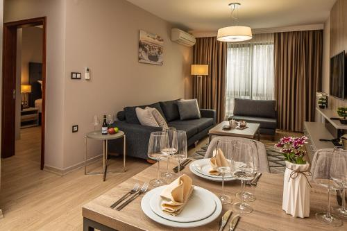 Premier Suite - Free Parking and Wifi