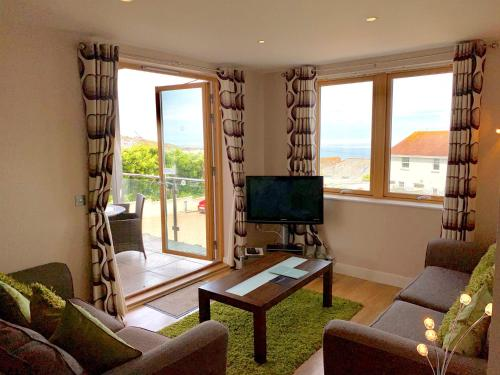 Ground Floor 2-bedroom Apartment - Fistral Beach, Crantock, Cornwall