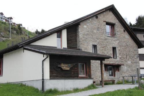 Hostel im Oltä Stall - Accommodation - Andermatt