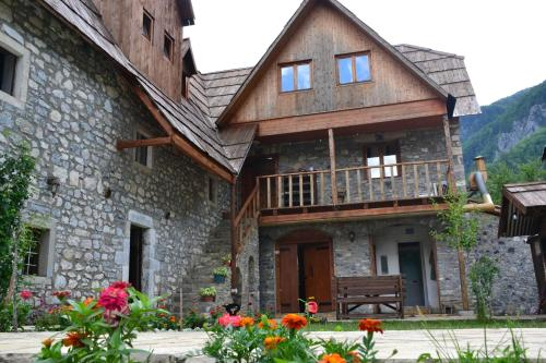 . Shpella Guesthouse Theth