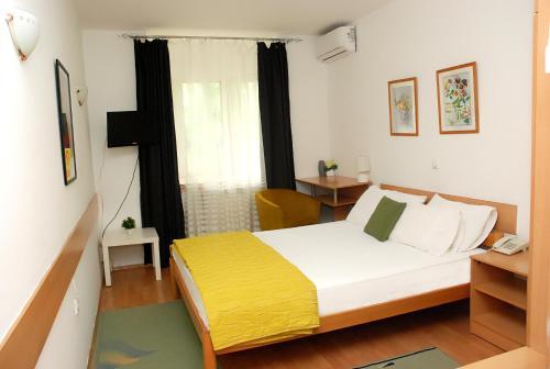 Hotel 7 - Photo 3 of 35