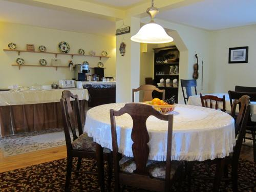 Auld Farm Inn B&b - Baddeck, NS B0E 1B0