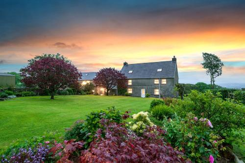 Kidwelly Farmhouse (B&B)