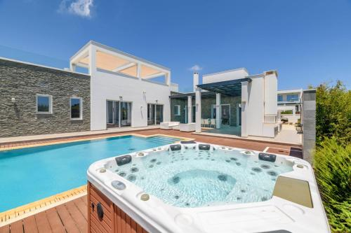 Ruidoso Luxury Seafront Villas