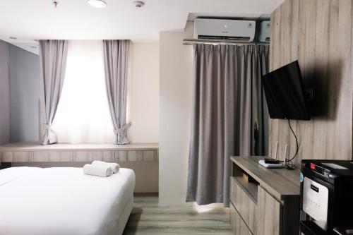 Minimalist Studio Room at Bintaro Icon Apartment By Travelio, Tangerang Selatan