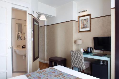 Hotel Eiffel Seine photo 37