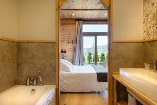 Superior Double Room Hotel Viñas de Lárrede 1