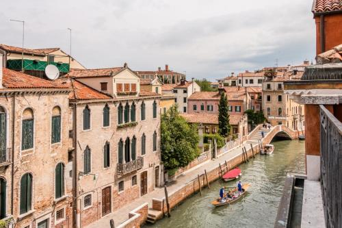 Carmini Canal View and balcony with Lift - image 1
