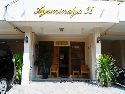 A Hotel Com Reddoorz Near Cipinang Indah Mall Guest House