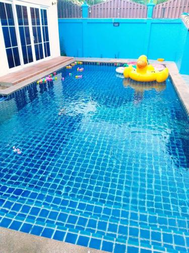 Lucky houes (ลักส์กี้ เฮ้าส์)บ้านเช่ารายวันพร้องสระว่ายน้ำส่วนตัว Lucky houes (ลักส์กี้ เฮ้าส์)บ้านเช่ารายวันพร้องสระว่ายน้ำส่วนตัว