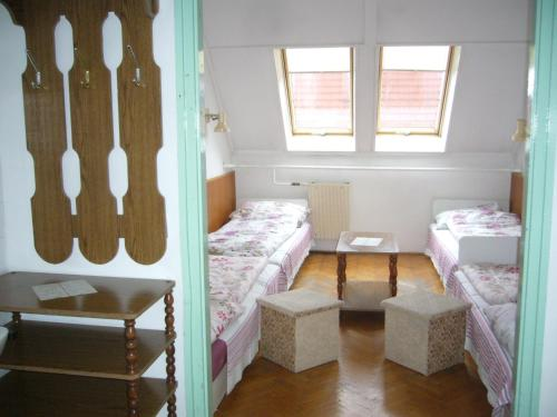 Quarto Twin Económico com Casa de Banho Partilhada   (Budget Twin Room with Shared Bathroom)