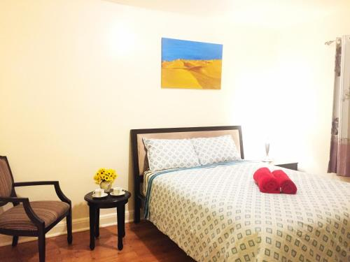 2 separated bedrooms with 2 queen beds- 4 persons (close to Subway)