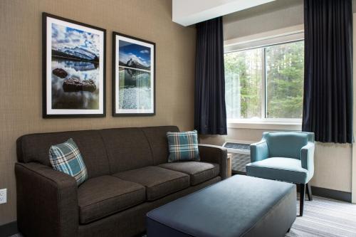 Mountaineer Lodge - Hotel - Lake Louise