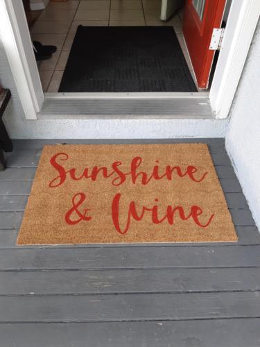 Sunshine and Wine Loft - Apartment - Penticton