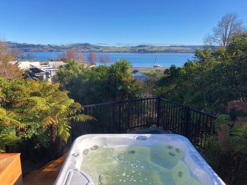 Bayview Lake Taupo