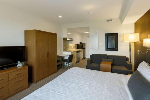 Executive Residency by Best Western Calgary City View North - Calgary, AB T3K 0S2
