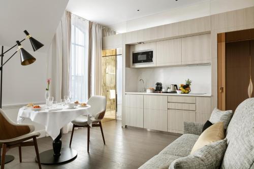 46 Rue de Bassano, 75008 Paris, France.
