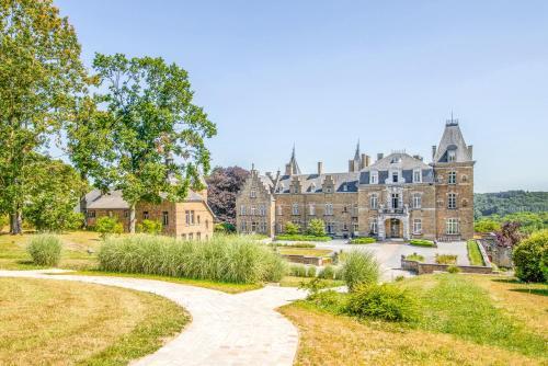 . Domaine de Ronchinne - Château et Ecuries