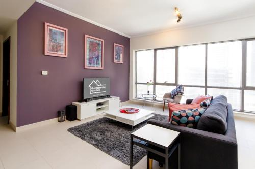 Quintessential Quarters - Ultra-modern and Spacious Aparment - image 6