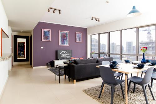 Quintessential Quarters - Ultra-modern and Spacious Aparment - image 8
