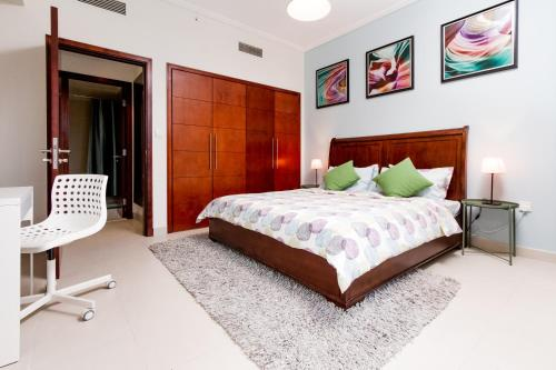 Quintessential Quarters - Ultra-modern and Spacious Aparment - image 11