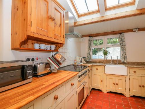 Medlar Cottage picture 1 of 31