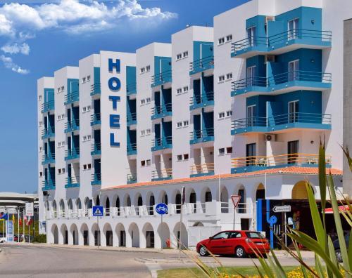 . THE FOZ Beach Hotel