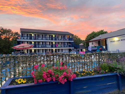 . Island View Motel